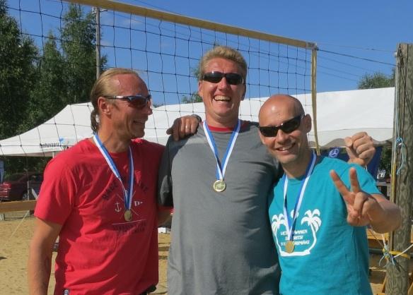 SM1 miehet 40 vuotta. Veteraanien Suomen mestarit beach volley 2013 Kai Ranta-Pere, Tero Viitanen ja Wille Markkanen.